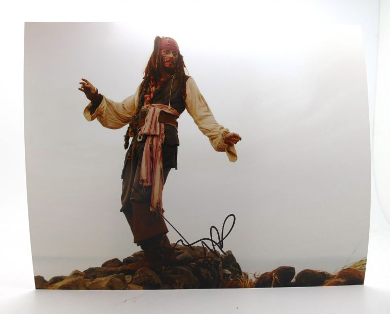 JOHNNY DEPP SIGNED PHOTO. Johnny Depp.